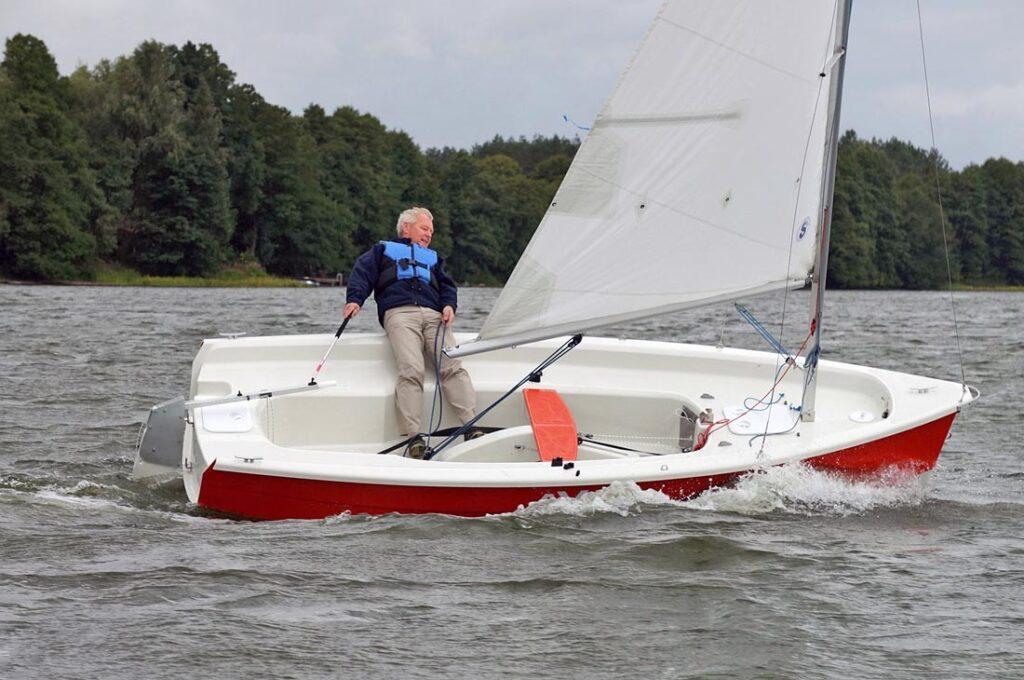 βάρκα με πανί